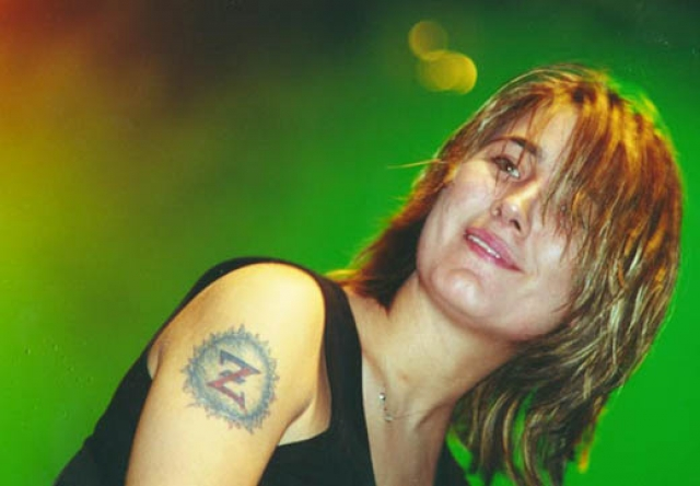 """Земфира. Певица подтверждала не раз данное себе же прозвище """"девочка-скандал"""". В 2007 году она напала с кулаками клипмейкера Ирину Миронову, которая в книге поведала о своих непростых взаимоотношениях с артисткой во время съемок клипа на песню """"Трафик""""."""