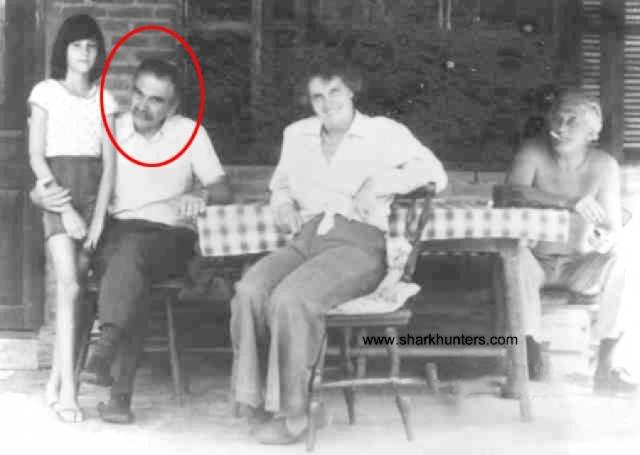 """Менгеле долгое время скрывался в Баварии, а в 1949 году переселился в Аргентину с помощью системы """"крысиных троп"""". Перебравшись в Бразилию, он прожил там до 7 февраля 1979 года, когда во время купания в океане у него случился инсульт, в результате чего он утонул."""
