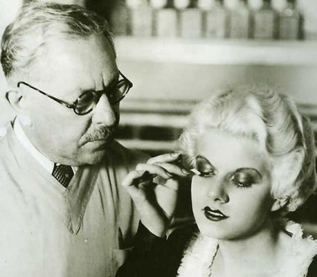 """Всемирную известность ей принесла роль в фильме """"Саратога"""", которую она не успела доиграть. Летом 1937 года во время съемок Харлоу стало плохо прямо на съемочной площадке."""