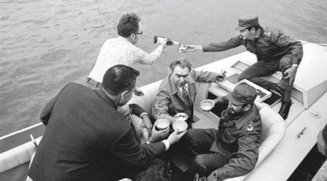 Также вождь любил отдых за границей во время официальных визитов: на Кубе у Фиделя Кастро и у президента США Никсона.