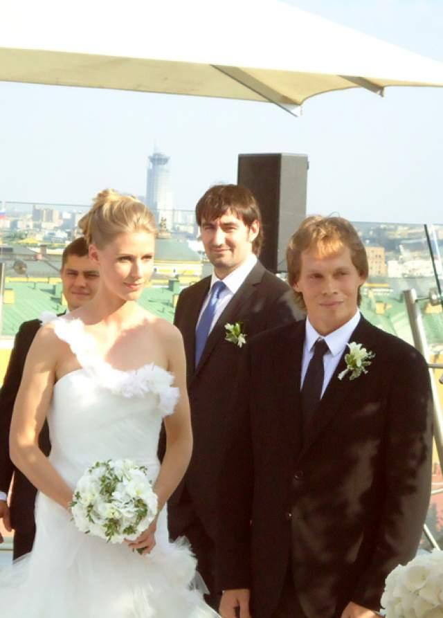 Свадьбу пара сыграла в июле 2011 года. 20 июля 2014 года Максим и Елена впервые стали родителями. Из рождения дочери Вероники делать тайну они не стали. В мае 2016 года теннисистка родила хоккеисту сына Сергея.