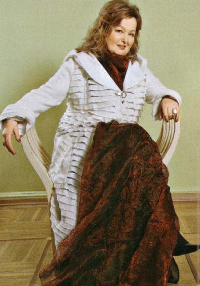 В 1991 году актриса покинула Россию и уехала жить в США, где преподает актерское мастерство.