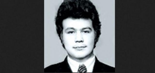 Селин, провалив экзамены в театральный, вернулся в Воронеж и с горя поступил в технологический институт на инженера мясомолочной промышленности.