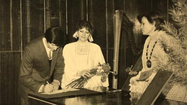 Елена Проклова и Андрей Тришин. Для актрисы это был третий брак, который распался через 30 лет из-за противоположного отношения пары к сверхъестественному (она - против, он - за).