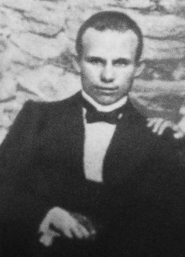 """В своих мемуарах Хрущев рассказывает: """"Я не украинец. Село мое русское, хотя и впритирку граничит с Украиной. Вода, картошка и соль, больше ничего не было. А я такую похлебку хорошо помню. Я в деревне немало поедал этой похлебки""""."""