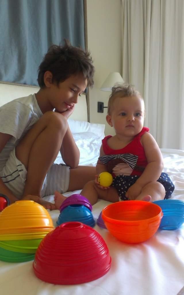 Вячеслав Бутусов стал дедушкой в 2013 году, внучку рокеру подарила дочь Ксения. На фото младший сын Славы Даня Бутусов и внучка по имени Дивна.
