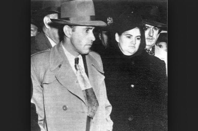 """За два года жертвами пары стали 20 женщин. 8 марта 1951 любовников казнили на электрическом стуле. Официальными последними словами Раймонда стало его признание в любви Марте: """"Я хочу кричать об этом; я люблю Марту! Что общественность знает о любви?""""."""