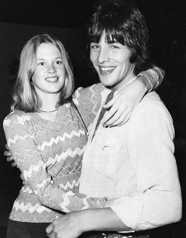 Мелани Гриффит влюбилась в актера Дона Джонсона в четырнадцатилетнем возрасте, причем молодой актер на тот момент был дружком ее мамы.