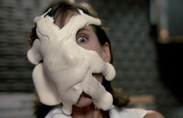 """Вкусная дрянь из фильма """"Вкусная дрянь"""" (1985) Шахтеры находят на земле некую липкую, но очень вкусную массу, похожую на сгущенку, и решают, что людям стоит это попробовать. Вскоре «дрянь» оказывается живым, паразитирующим и разумным организмом, который захватывает контроль над разумом, делая людей агрессивными и похожими на зомби и в то же время пожирая их изнутри…"""