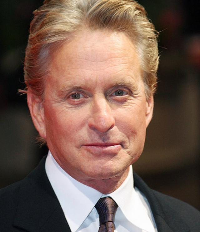 Майкл Дуглас. Актер всегда старался выглядеть моложе своих лет и даже не скрывал того факта, что прибегал к помощи пластических хирургов.