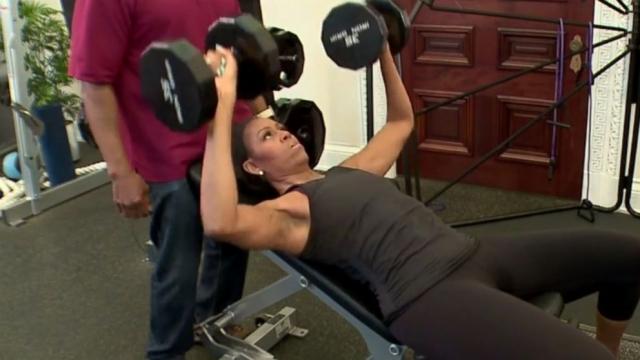 Мишель Обама. Экс-первая леди США регулярно занимается спортом, усердно пропагандируя здоровый образ жизни. Видеозаписями своих тренировок она охотно делится в Сети.