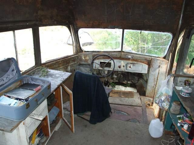 В своих скитаниях мужчина добрался до Аляски, где нашел заброшенный автобус, в котором и начал жить. Однако в августе 1992 года произошло несчастье – пробыв 113 дней в том автобусе, МакКэндлесс скончался от отравления неизвестными ягодами.