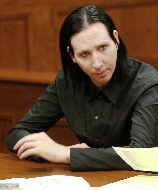 Видимо, этот штраф не стал уроком для звезды. Спустя год на музыканта подал в суд еще один секьюрити Джошуа Кислер, также обвинив Мэнсона в домогательствах, однако в этот раз Мэнсону удалось и вовсе избежать наказания.