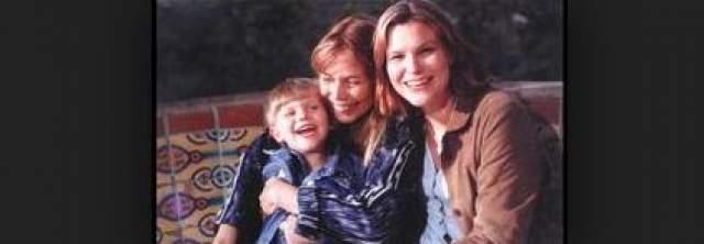 Певица отыскала дочь Килорен Гибб, спустя 32 года, в 1997, после того, как публично объявила, что разыскивает ее. Вместе с дочкой она обрела и внука по имени Мэрлин.