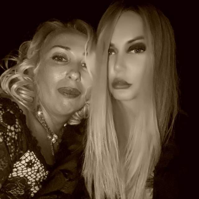 """Маша Малиновская, 37 лет. Прежде телеведущая баловалась пластическими операциями, а сейчас, когда в жизни наступили трудные времена, приходится """"оперировать"""" лицо в фотошопе."""