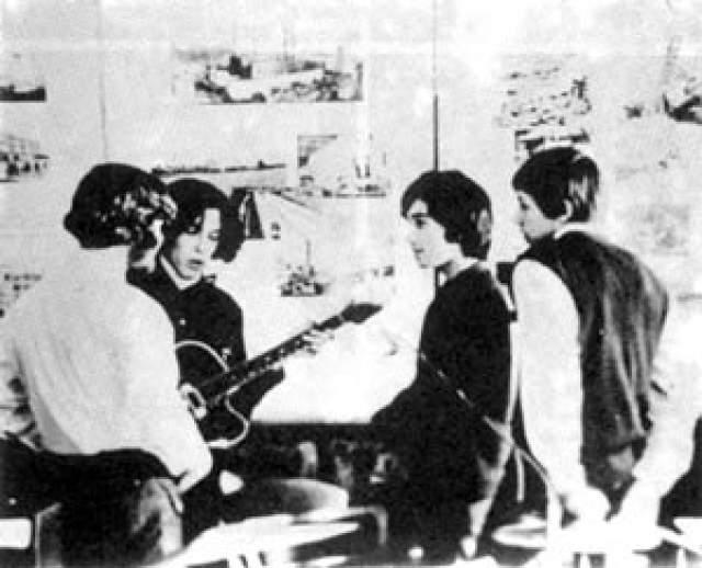 """Игорь Мазаев , бас-гитарист и клавишник ( на редком школьном фото стоит спиной к объективу слева ). Играл в """"The Kids"""", а также в """"МВ"""" с 1969 по 1972 год. Воспитывался в интернате. В 1972 году его призвали в армию. Больше о нем информации не давали ни СМИ, ни другие участники коллектива."""