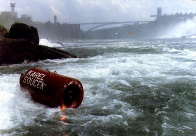 2 июля 1984 года Карел Сусек из Гамильтона, Онтарио успешно прошёл водопад в бочке, отделавшись только небольшими ушибами