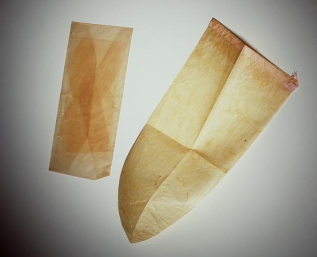 Презервативы закрывали только головку члена и, по всей видимости, использовались только высшими классами. В Китае они делались из смазанной маслом шелковой бумаги или кишечника ягнят, в Японии — из черепашьего панциря или рогов животных.