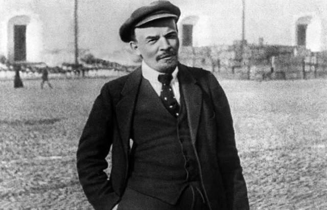 """Покупка тела Ленина. Информационное агентство Irish Times в 1995 году написало, что """"Диснейленд"""" хочет купить тело Ленина из мавзолея. И якобы переговоры уже ведутся и дело это лишь времени."""