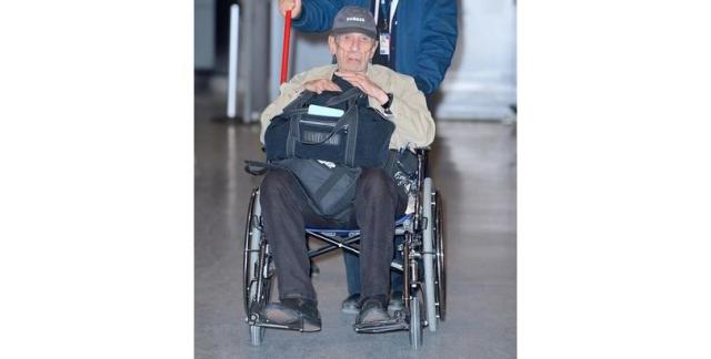 """Леонард Нимой. Звезду """"Стар Трека"""" сняли в инвалидном кресле при посещении больницы за неделю до того, как он скончался."""