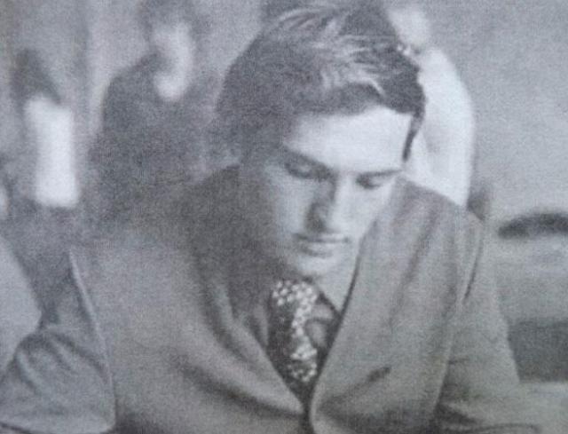 Александр Лукашенко - студент исторического факультета Могилёвского педагогического института.