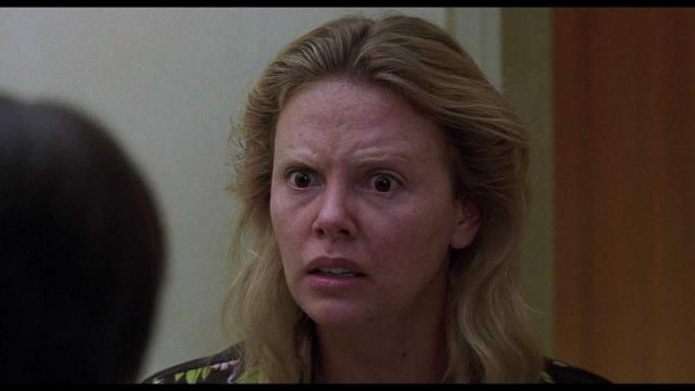 """"""" Монстр"""" (2004). Красавица Шарлиз Терон изменилась до неузнаваемости, чтобы сыграть проститутку из Флориды Эйлин Уорнос, которая к своим клиентам испытывала отвращение и считала себя лесбиянкой, поэтому особей мужского пола ненавидела."""
