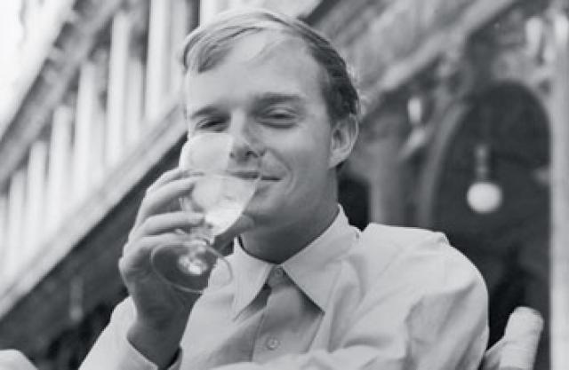 Постоянные стрессы от богемного образа жизни и неумеренность привели к тому, что Трумэн сильно пристрастился к алкоголю. Если кто-нибудь отнимал у него бутылку, Капоте впадал в ярость.
