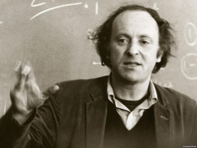 В июле 1972 года Бродский переехал в США, где в течение 24 лет занимает профессорские должности в университетах, преподавая историю русской литературы, русскую и мировую поэзию, теорию стиха, выступал с лекциями и чтением стихов на международных литературных фестивалях и форумах, в библиотеках и университетах США, в Канаде, Англии, Ирландии, Франции, Швеции, Италии.