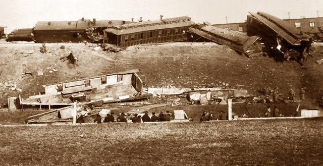 Авария императорского поезда. Пожалуй, первая крупная катастрофа на территории современной России произошла 29 октября 1888 года, когда Александр III с семьей возвращался из Крыма в столицу.