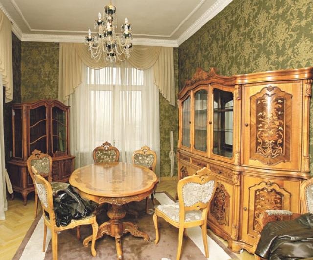 Зато оставленное имущество было немалым: квартира на Котельнической набережной, дача в Архангельском, огромное количество дорогих сценических нарядов и ювелирные изделия общей стоимостью более $500 000.