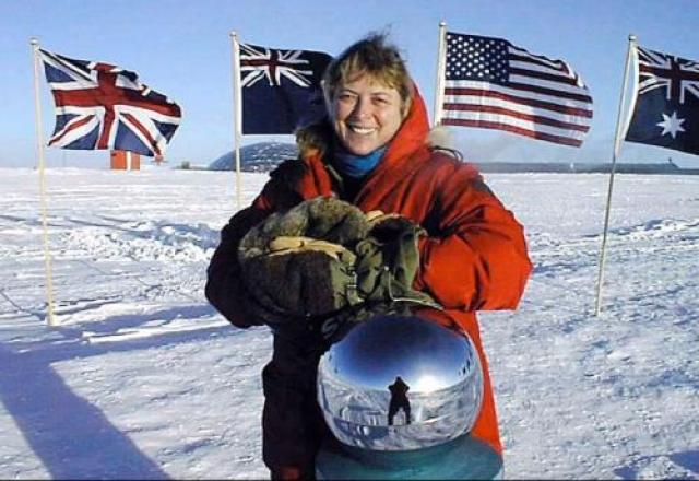 """Джерри Лин Нильсен работала единственным врачом на американской антарктической станции """"Амундсен-Скотт"""" в 1999 году."""