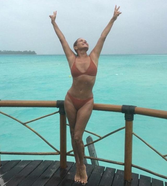 В соцсетях она смело делится с пколонниками снимками уик-эндов на пляже.