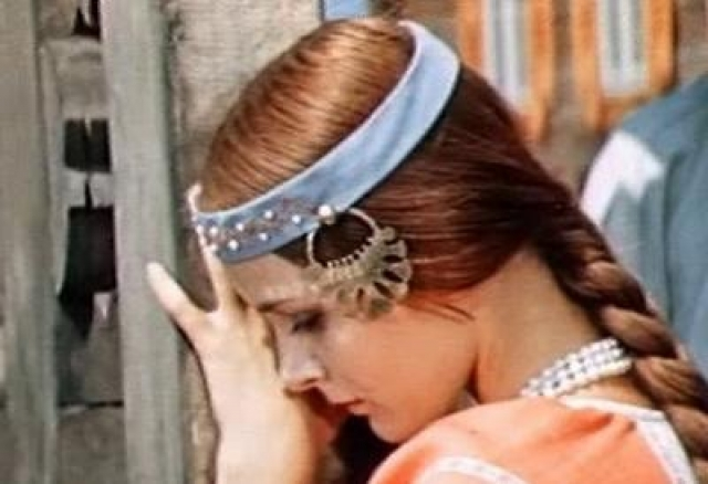 """Светлана Орлова. В 1975 году актриса снялась в фильме-сказке режиссера Геннадия Васильева """"Финист - Ясный сокол"""", в котором исполнила роль Аленушки."""