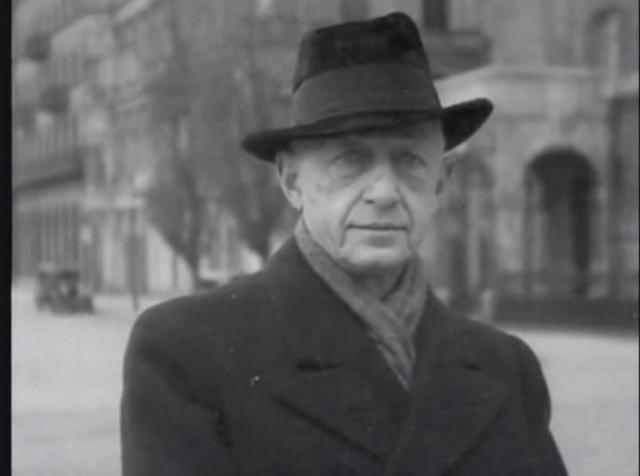 """В 1933 году Ивану Бунину, лишенному гражданства, вручили Нобелевскую премию по литературе с официальной формулировкой """"за строгое мастерство, с которым он развивает традиции русской классической прозы""""."""