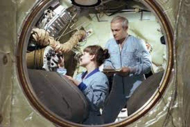 Через два года она первой из женщин вышла в открытый космос, где пробыла 3 ч. 35 мин.