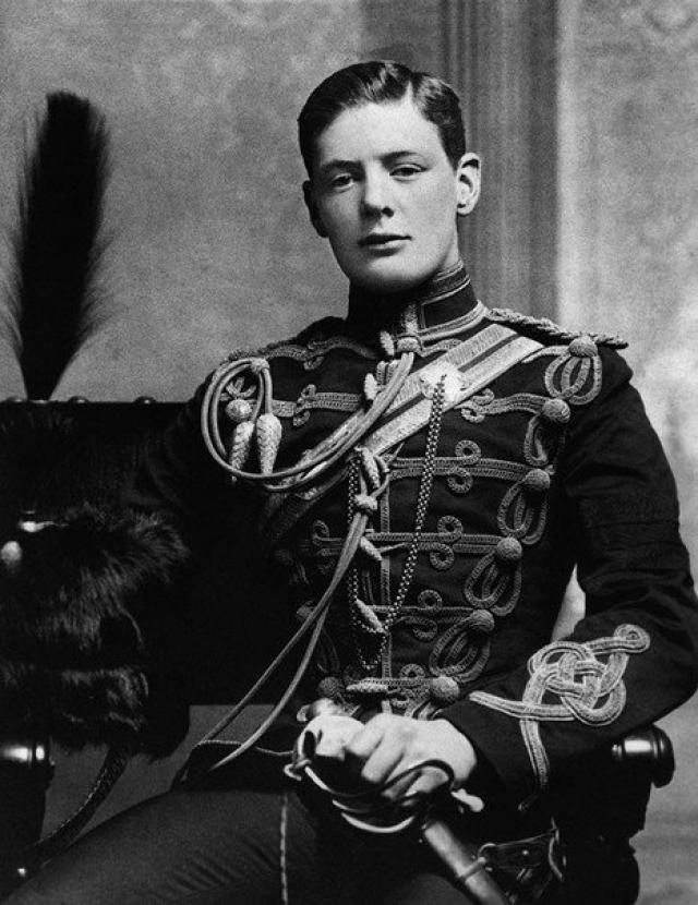 Уинстон Черчилль. Будущий гений политической мысли с третьей попытки сдал экзамены в Королевское военное училище в Сандхерсте.