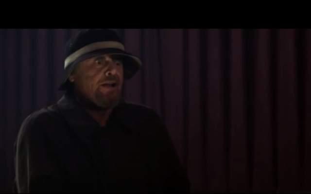 Для убедительности характера персонажа он настоял, чтобы в фильм включиои сцену в кинотеатре на сеансе для взрослых, где его герой вытаскивает из штанов искусственный пенис.