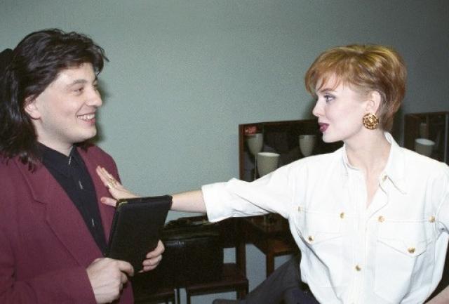 В начале 2002 года Валерия ушла от него и покинула шоу-бизнес, проведя год в родном городке, пока развод не был оформлен официально.