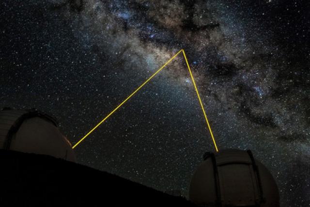 Планета практически полностью поглощает свет вместо того, чтобы его отражать, а температура ее атмосферы - более тысячи градусов Цельсия.