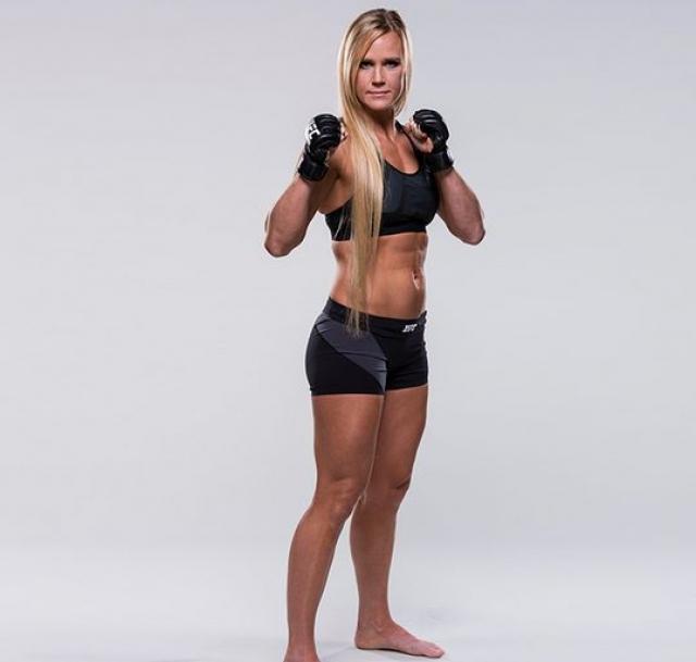 5. Холли Холм - американская спортсменка, профессиональный боксёр и боец смешанных единоборств.