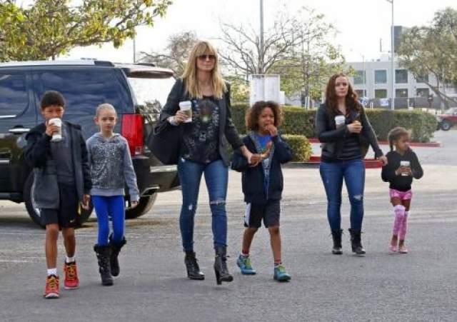 Хайди Клум, четыре ребенка Хайди Клум 45 лет, и она воспитывает четверых детей: старшую дочь от бывшего возлюбленного Флавио Бриаторе и двух сыновей и дочь - от экс-супруга Сила.