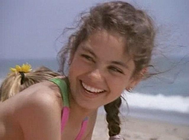 Мила Кунис. Девочка много снималась в рекламе, после чего появилась водной из серий Спасателей Малибу.