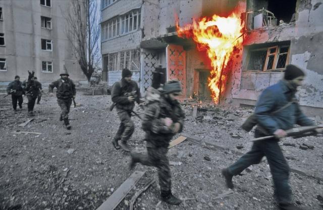 В декабре 1994 года федеральные силы начали операцию по разоружению незаконных вооруженных формирований, дислоцированных на территории Чечни.