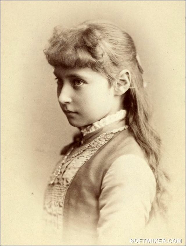 Первой любовью Николая стала принцесса гессенская Алиса, ставшая впоследствии его супругой. На момент встречи ему было 16 лет, а ей - 12, но, несмотря на это, наследник уже задумался о свадьбе.