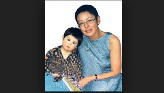"""Ирина Хакамада. Бизнес-тренер, бывший политик и глава межрегионального фонда социальной солидарности """"Наш выбор"""", который создала в 2006 году для инвалидов всех возрастов, в 1997 году стала мамой дочки Марии, которой диагностировали синдром Дауна."""