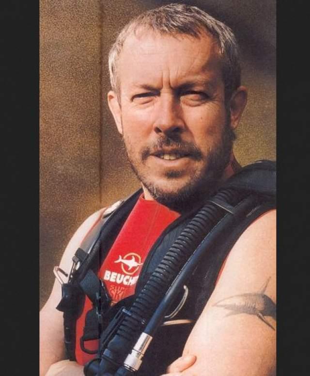 На плече Андрея Макаревича красуется акула. Так он решил увековечить свою первую встречу с подводным хищником.