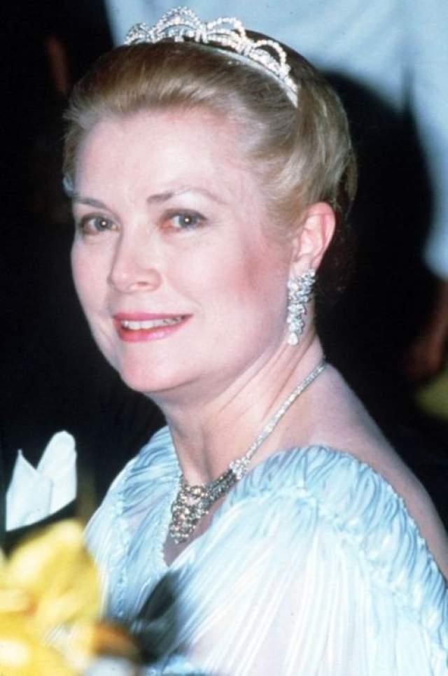 Грейс дожила до 52 лет: в 1982 году у нее случился инсульт, в результате чего она потеряла управление автомобилем, который сорвался с крутого поворота и упал на склон горы.