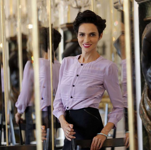 Фарида Хелфа. Фариде 53 года, она не только опытная модель, но также снимается в кино и владеет собственной компанией. Фарида регулярно открывает показы мод Жана Поля Готье.