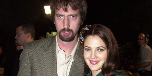 В 2001 году Дрю начала встречаться с комиком Томом Грином, до брака дело не дошло, но их внебрачный союз распался через пять месяцев.