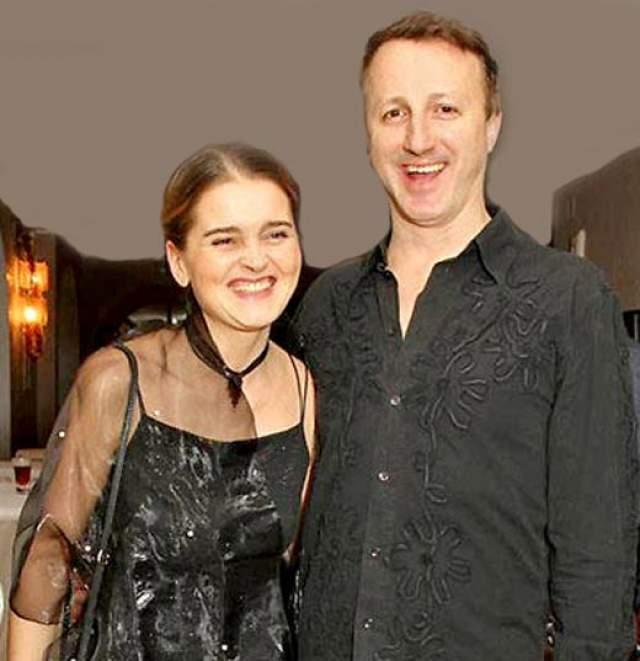 Но женился он впервые лишь в 39 лет, и вместе с супругой Натальей он сейчас воспитывает двух дочерей.